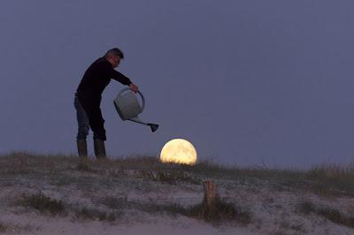 regando la luna