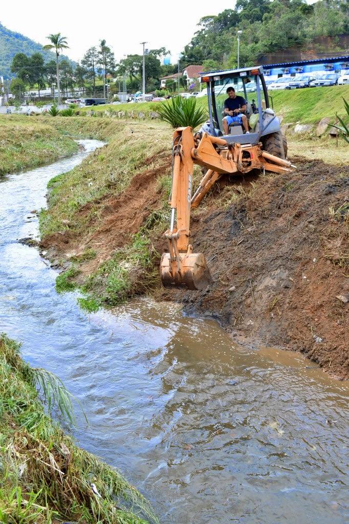 Prefeitura de Teresópolis segue com trabalhos de limpeza e de manutenção dos rios e suas margens