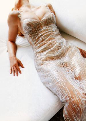 http://1.bp.blogspot.com/-0hUE1ayK-Ls/TfktqSoD4rI/AAAAAAAAFMg/TTTEIWwFUB8/s1600/Vogue+Italia+September+1995+Supplement+16+preview+300.jpg