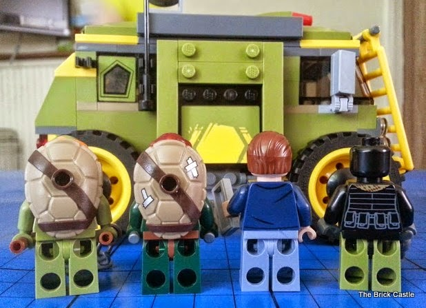 LEGO TMNT Turtle Van Takedown Set 79115 Review Minifigures rear
