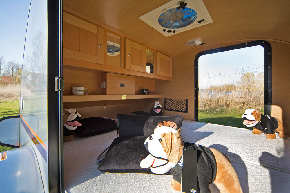 kleine wohnwagen teardrop caravan alpha von procamp. Black Bedroom Furniture Sets. Home Design Ideas