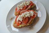 アボカドのオープントースト