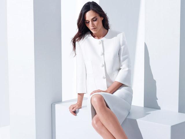 büyük düğmeli ceket, beyaz etek