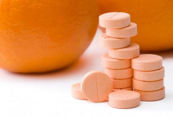 Uống vitamin C mỗi ngày để trị mụn
