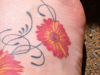 Full Color Daisy Flower Tattoo Design