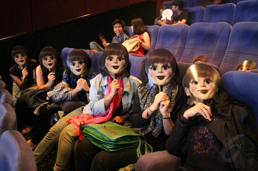 http://celebritigossipstar.blogspot.com/2014/10/annabelle-teror-penonton-di-bioskop.html