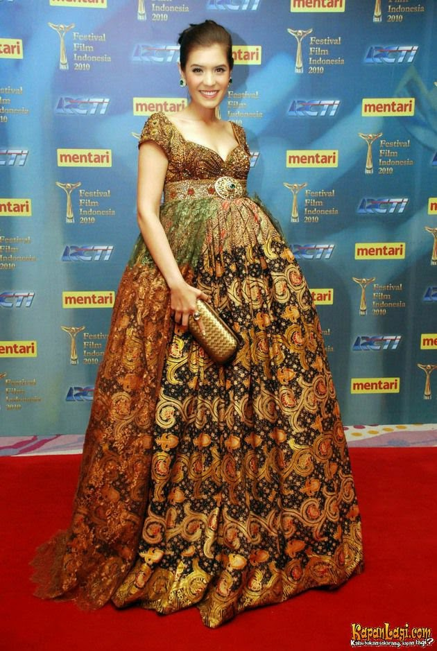 Model Baju Batik Anne Avantie Untuk Wanita Gemuk dan ibu Hamil Terbaru