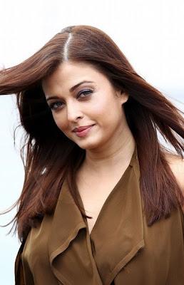 Aishwarya Hot Side Photo Wallpaper