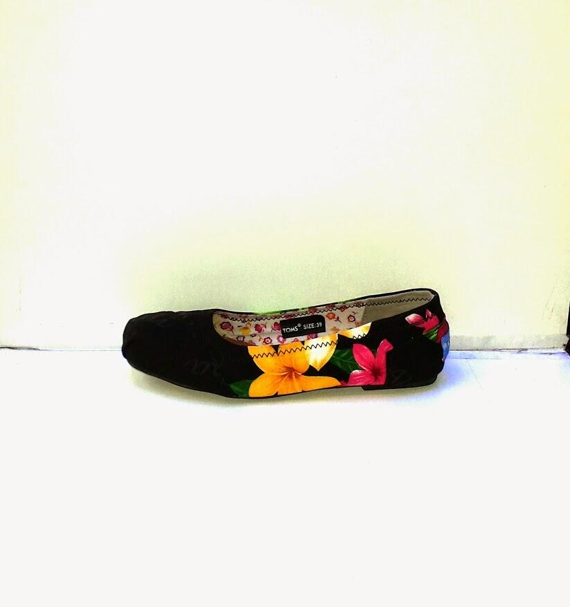 Sepatu Toms MOdel Bunga baru | sepatu Toms ladies |sepatu cewek Bunga www.suppliersepatumurah.com