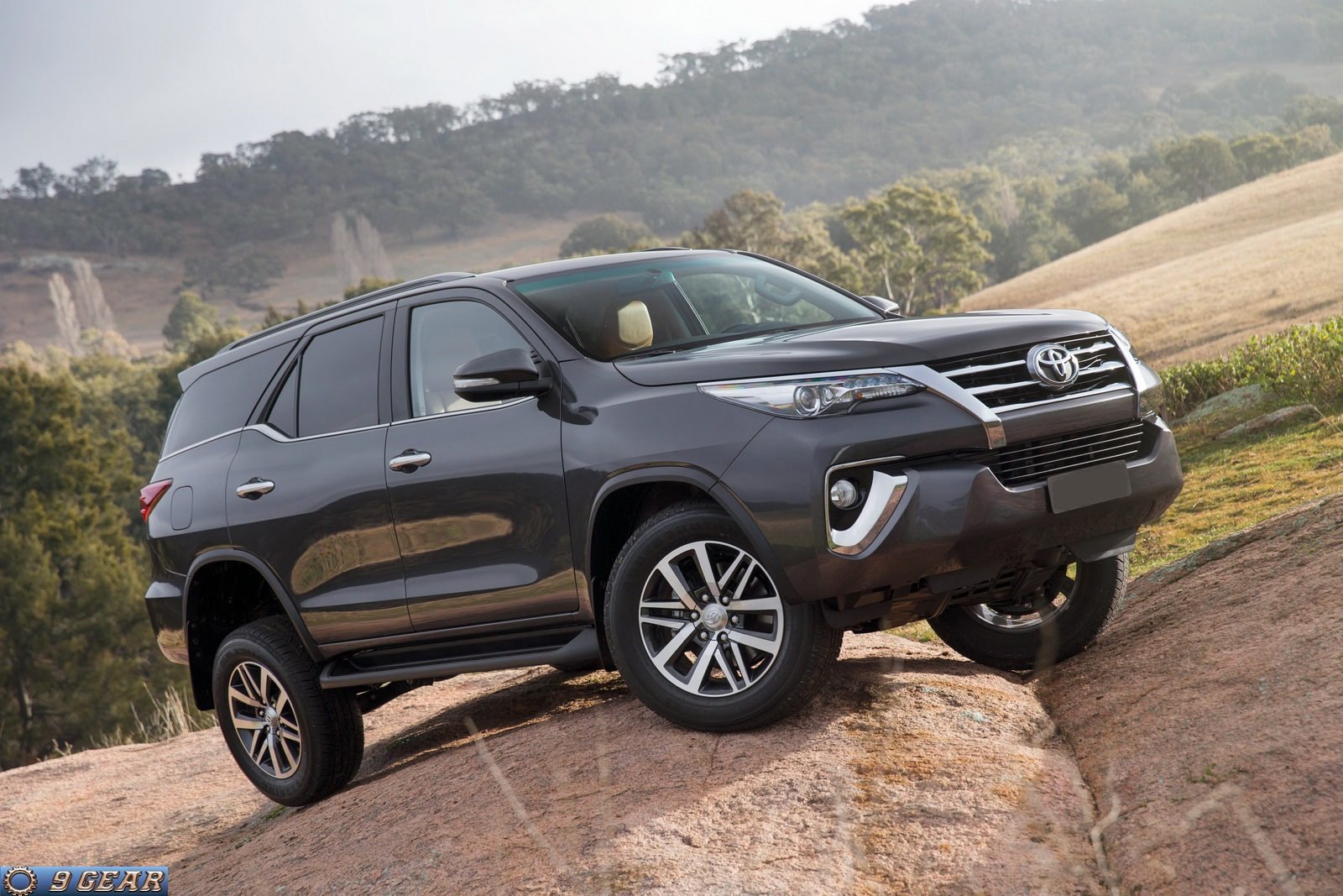 2016 toyota fortuner suv revealed car reviews new car pictures for 2018 2019. Black Bedroom Furniture Sets. Home Design Ideas