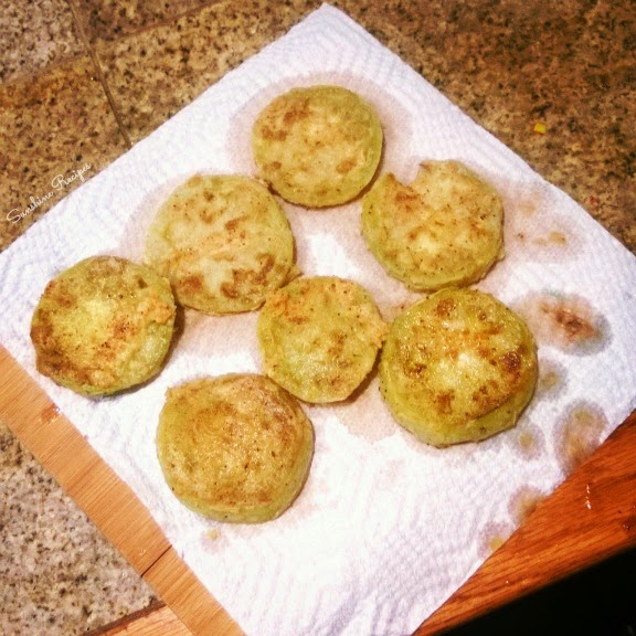 Fried Green Tomatoes- Classic fried green tomato recipe made with a few basic ingredients.