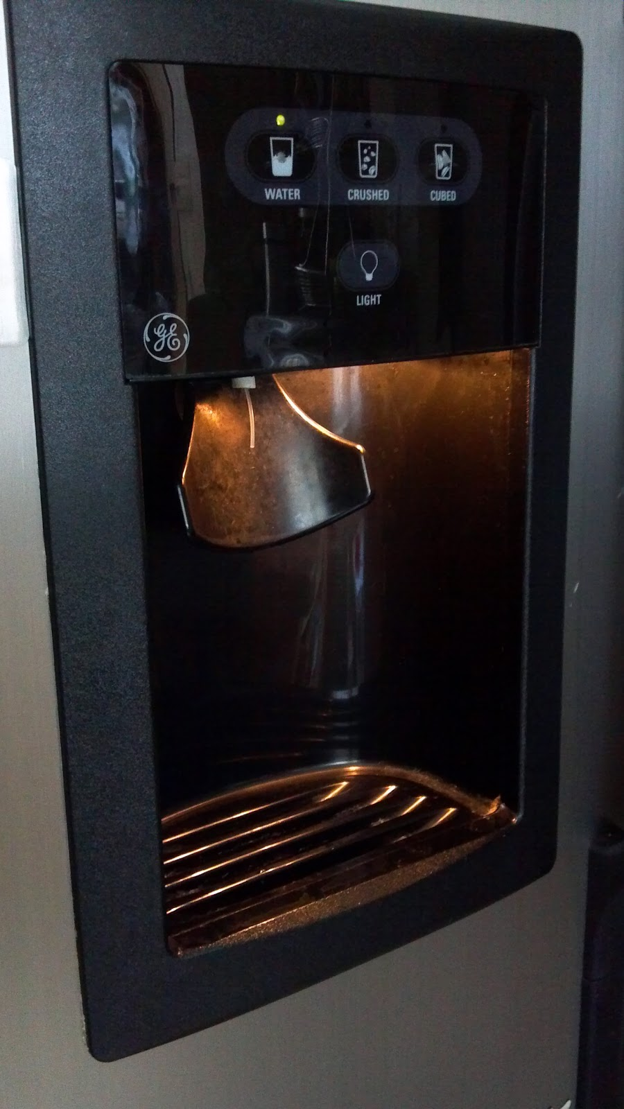 Frozen Refrigerator Freezer Water Dispenser