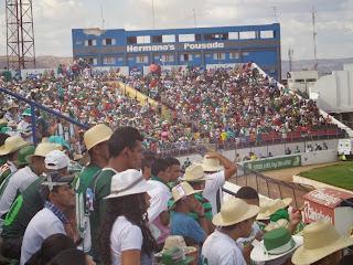 Estádio Romeirão lotado.