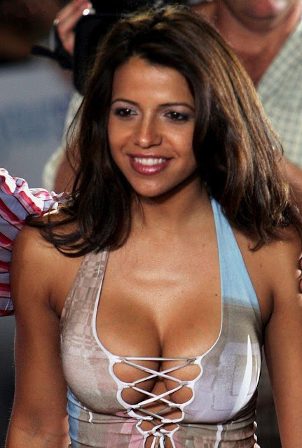 Vidaguerra topless hot pics