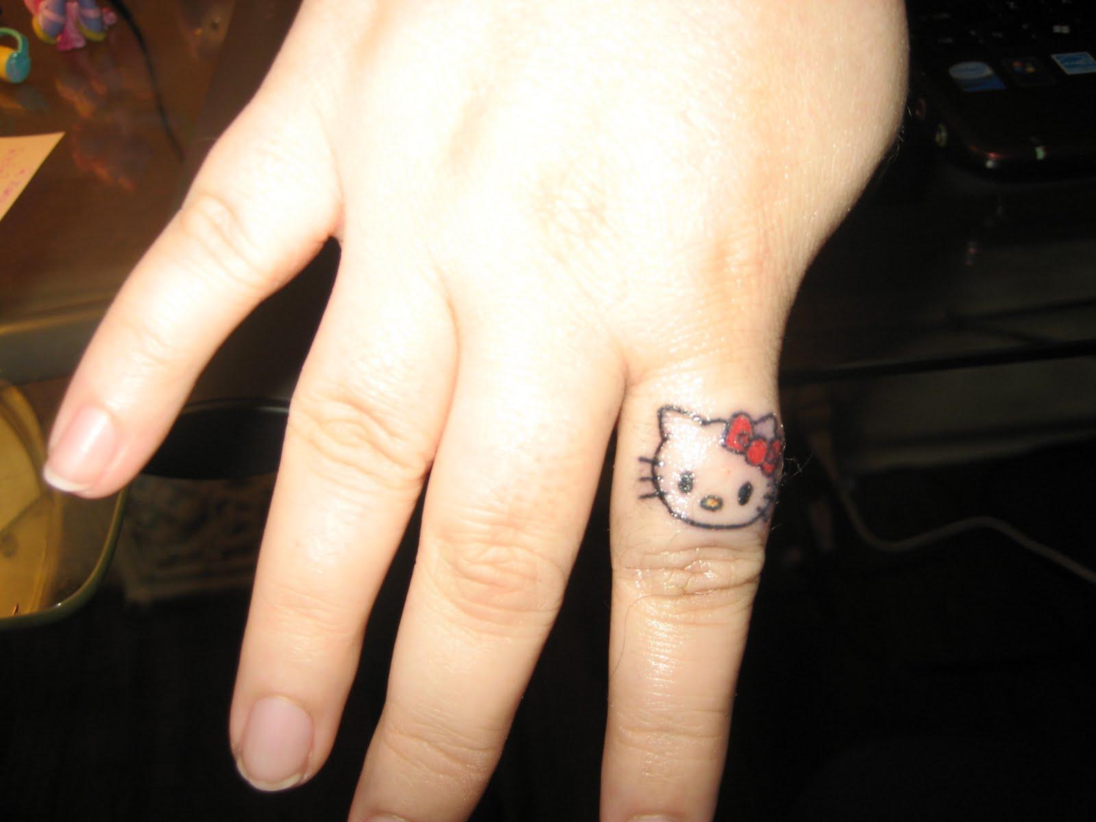 tatouage homme simple ancre