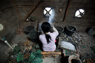 http://stephenleahy.net/2012/02/07/toxic-electronic-waste-grows-by-40-million-tonnes-a-year-poisons-kids-in-africa/