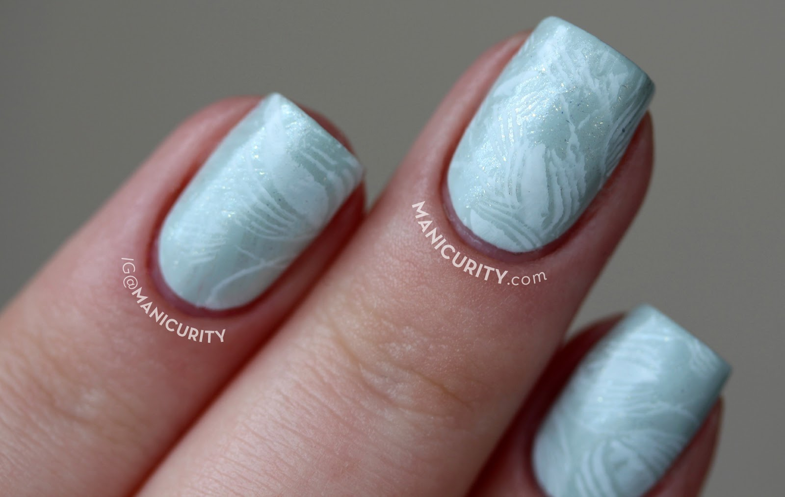 The Digit-al Dozen does Vintage: Soft Subtle Mod Stamped Nails - subtle vintage nail art for short nails | Manicurity.com