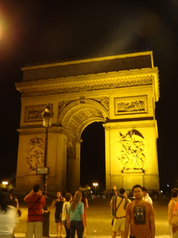 arc de triomphe roman goddess narrating the story of paris world