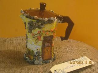 idee regalo fai da te e low cost - caffettiera creativa - caffettiera decoupage - come dipingere una caffettiera - idee creative - DIY