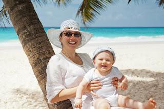 PublicDomainPictures https://pixabay.com/en/blue-summer-woman-mom-people-joy-69762/