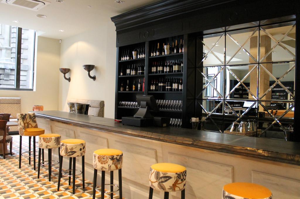 Restaurante el hispania londres asociacion de decoradores de interiores topalekua - Decoradores de bares ...