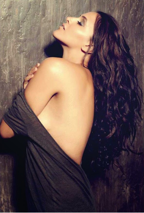 neha-dhupia-backless