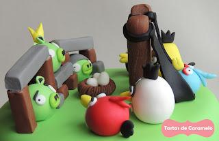 Tarta de los Angry Birds: todos por los cerditos!