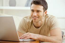 رجل يستعمل كمبيوتر انترنت  المواعدة - man use computer laptop internet online dating
