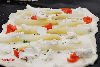 Rezept für Spargel Flammkuchen mit Piemontesischem Limonenthymian