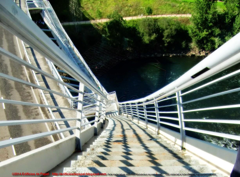 Acceso al pináculo del puente del Milenio