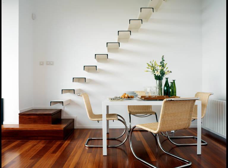 Neo arquitecturaymas escaleras voladas - Escaleras con peldanos de madera ...