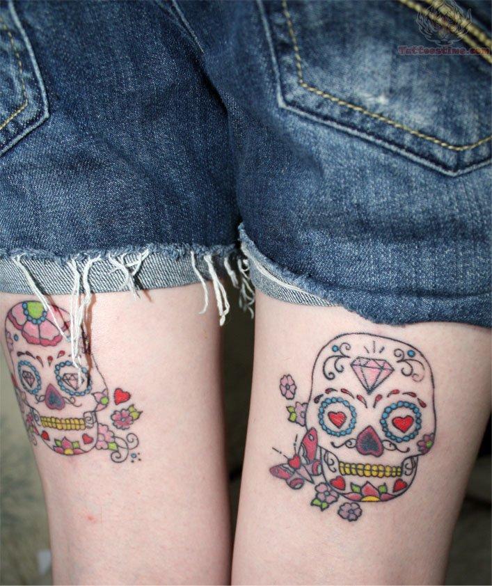 Tatuaje detras  de la pierna en chica