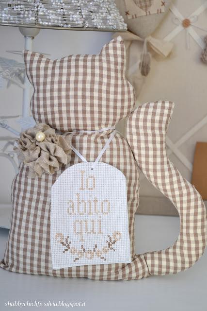gatto fermaporta, cucito creativo http://shabbychiclife-silvia.blogspot.it