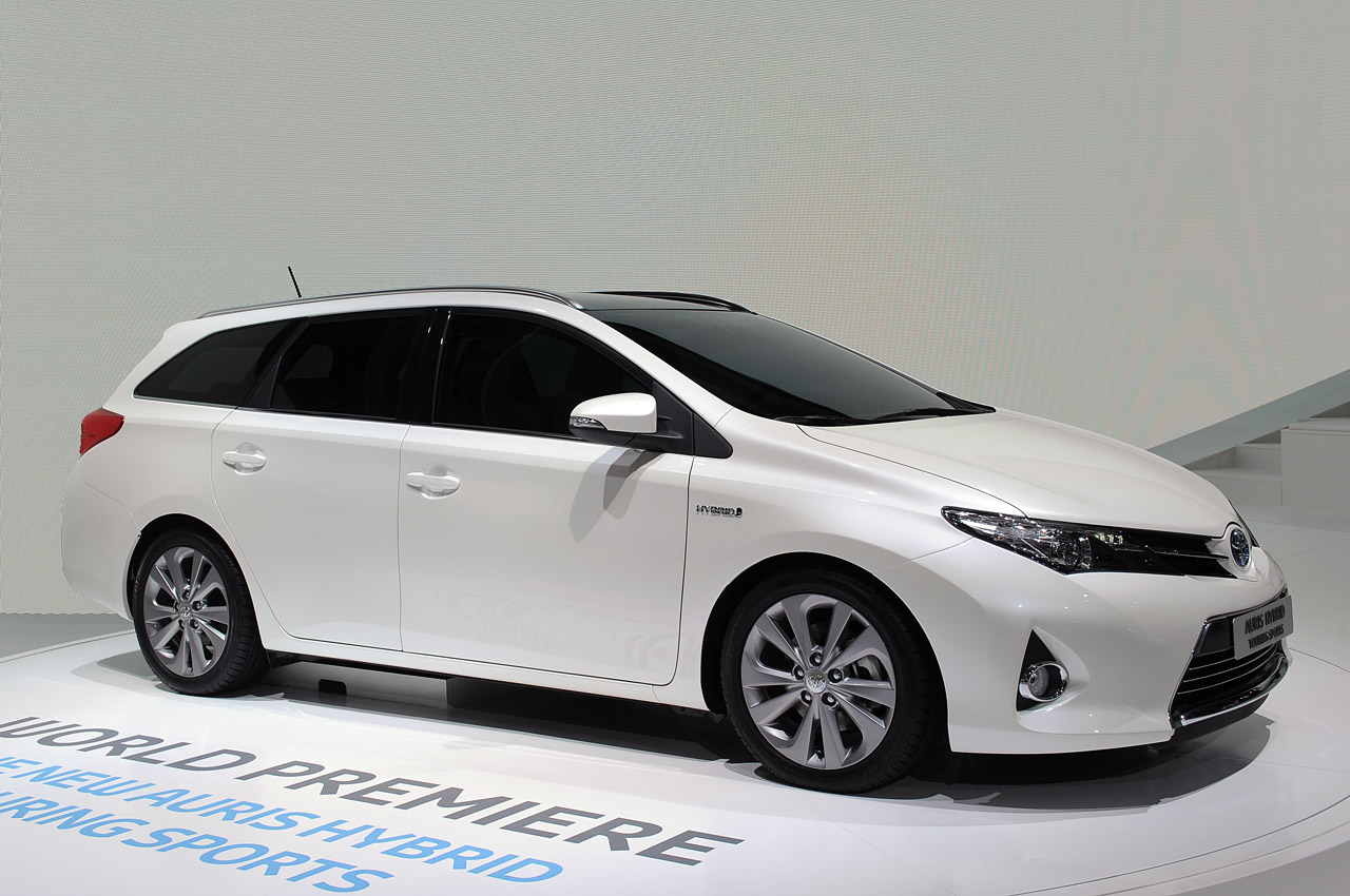 toyota auris hybrid touring sport paris motor show car interior design. Black Bedroom Furniture Sets. Home Design Ideas