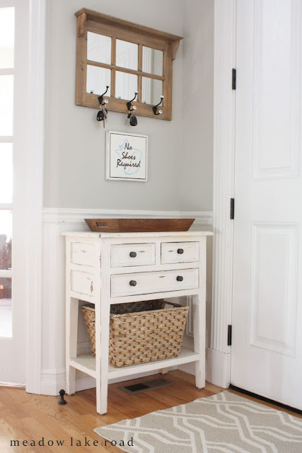 Love this entry table set up...and there are more lovely ideas on her blog!