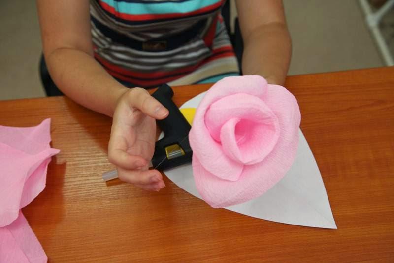 Как сделать огромный цветок своими руками