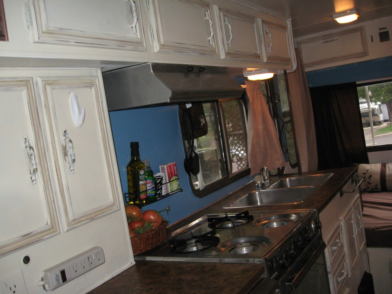 Aprons and Apples: RV remodel on a dime!