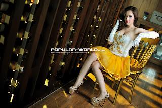 hot Foto Adinda Model Popular World Pebruari 2013