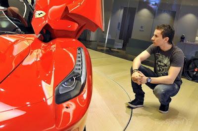 Rayakan Gelar Juara Dunia, Kaki Kiri Lorenzo Terbakar