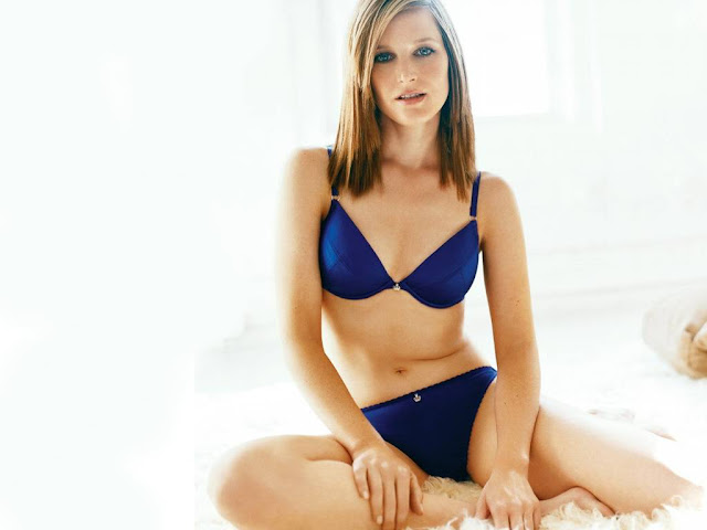 Hot Pictures of Bridget Fonda