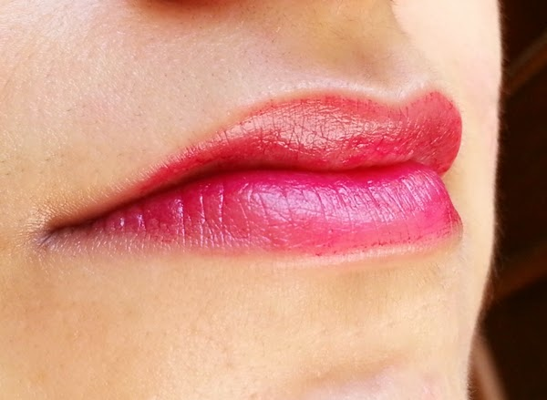 How-To-Apply-The-Body-Shop-Lip-And-Cheek-Stain