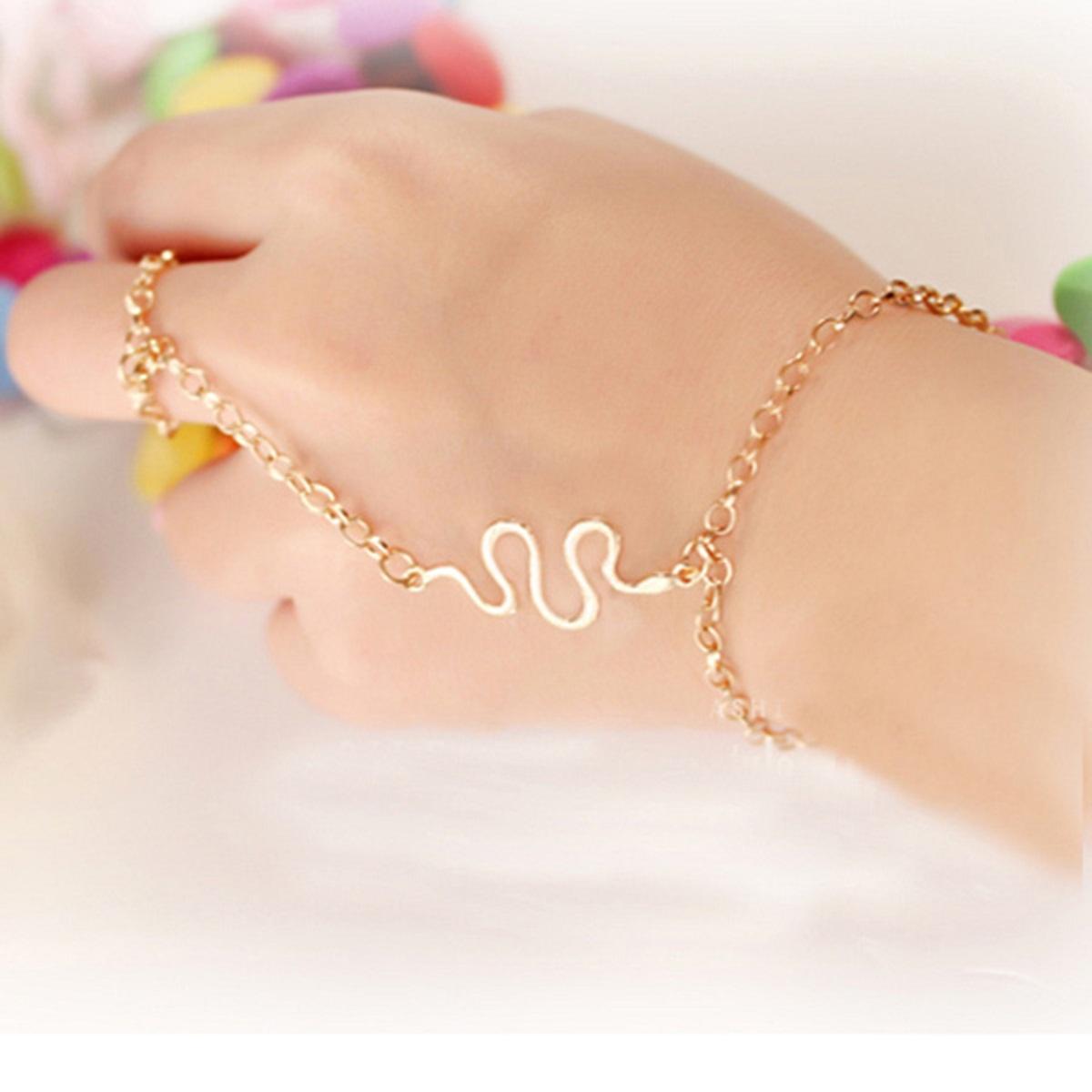 Dynamic Views: New Bracelets Ring And Bangle Fashion Jewelry Wallpaper