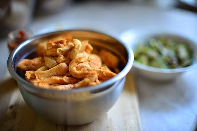 Kurczak w mleku kokosowym z pastą curry przygotowanie