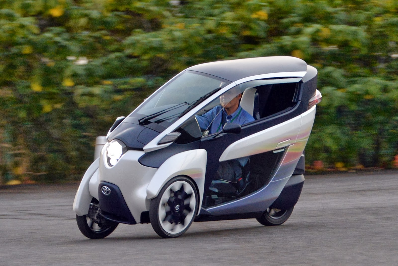 Auto, Bicycle, Cycling, Electric bike, Electronic, Industry, Japan, Japanese auto giant Toyota Motor, Market, Motorbike, Technology, Three-wheeler, Tokyo, Toyota, Trike i-Road,