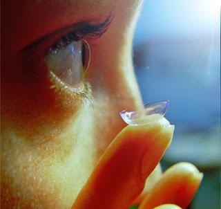 4 Risiko Pada Mata Akibat Penggunaan Lensa Kontak