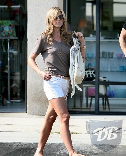 Jennifer Aniston Casual Wear. wallpaper jennifer aniston
