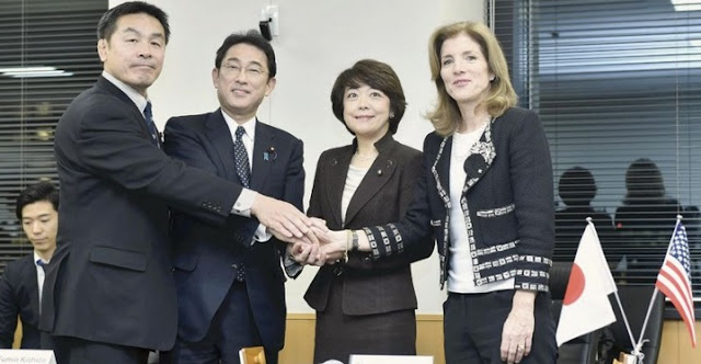 U.S. Ambassador Caroline Kennedy, space policy minister Aiko Shimajiri, Foreign Minister Fumio Kishida and Education, Culture, Sports, Science and Technology Minister Hiroshi Hase, right to left, shake hands after signing the agreement. Credit: The Yomiuri Shimbun