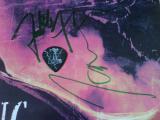 Amon Amarth, Bucuresti, Arenele Romane, 19 noiembrie 2011 - semnatura si pana Johan Söderberg + semnatura Fredrik Andersson