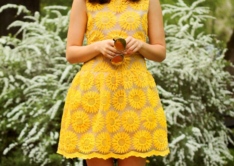 sukienka zolta rozkloszowana sloneczniki