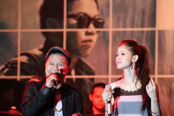 Foto Sandhy Sondoro dan Millane Fernandez Show In Concert